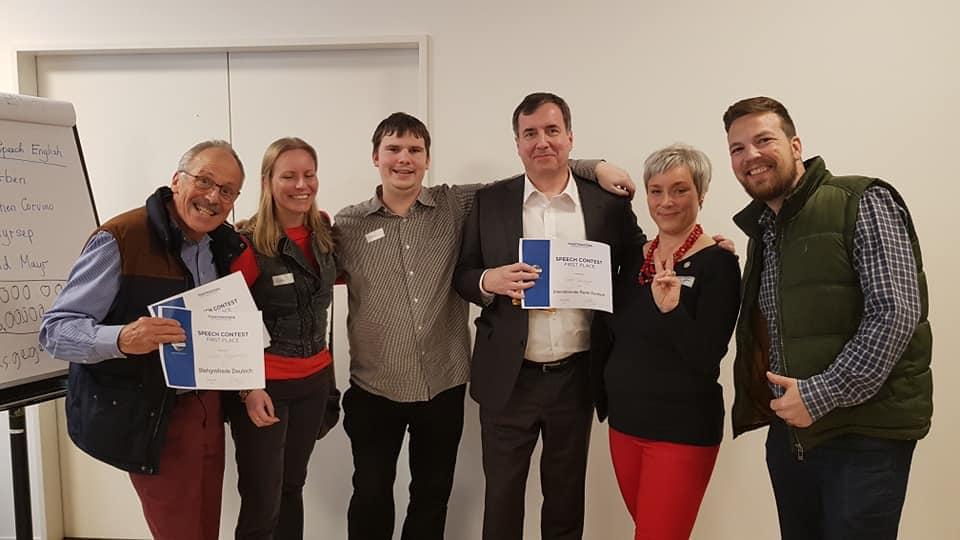 Rolf Bänziger (4. v. l.) mit Mitgliedern des Rhetorik-Clubs Winterthur